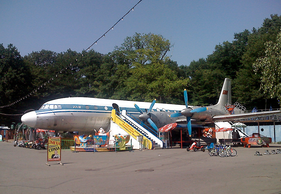 Un Il-18