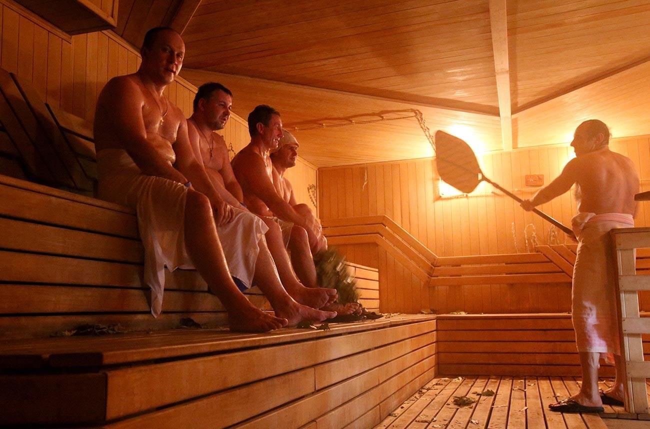 Посетиоци Рубљовских парних купатила.