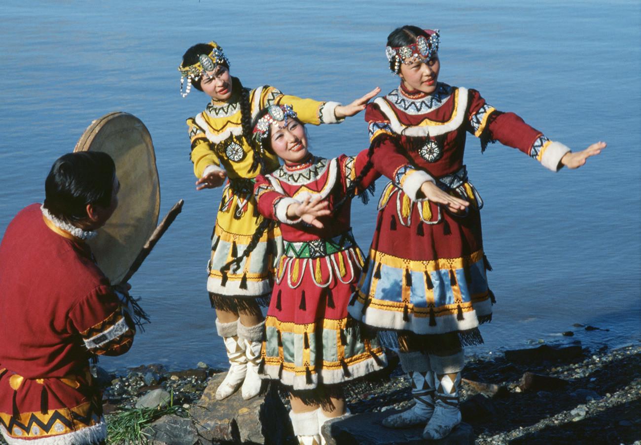 Традиционални игри на фестивалот на лов, Ново Чалино, Чукотски крај, Магаданска област, Русија.