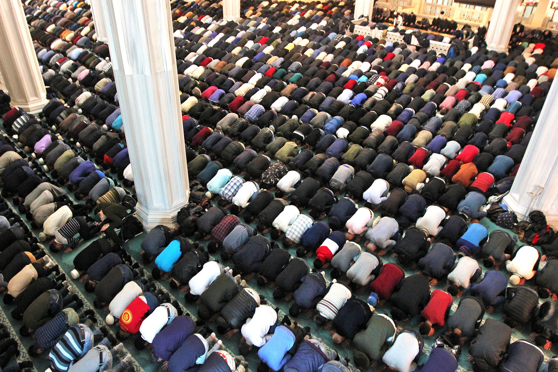 Suasana shalat Jumat di Masjid Agung Moskow, 2019.