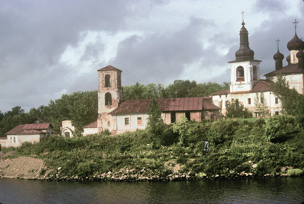 Resurrection Convent, south view from Sheksna River. From left: Church of the Presentation., bell tower & Resurrection Cathedral. August 8, 1991