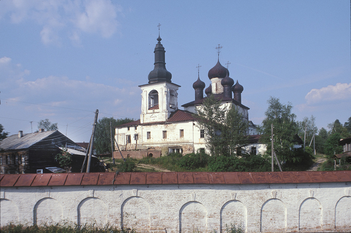 Resurrection Convent, southwest view. Bell tower & Resurrection Cathedral, west wall. July 14, 1999.
