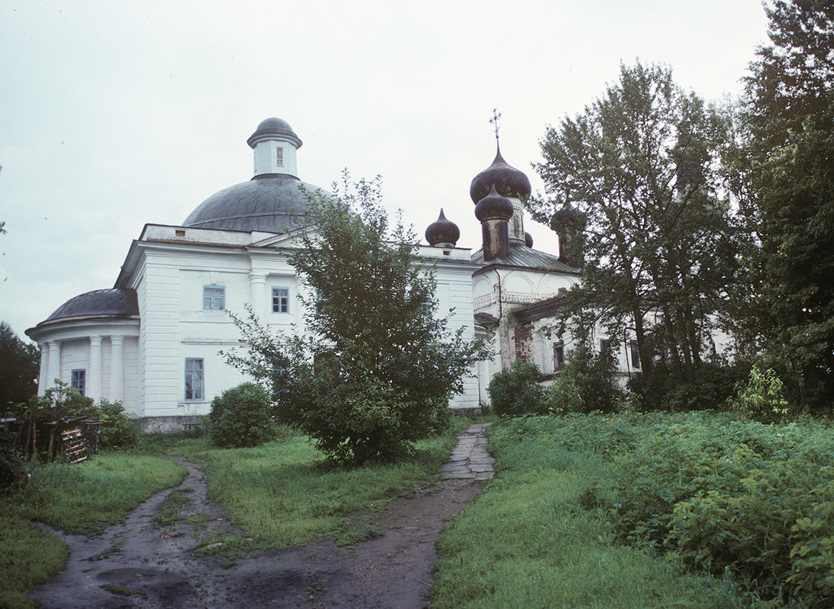 Resurrection Convent. From left: Trinity Cathedral, Resurrection Cathedral. August 8, 1991