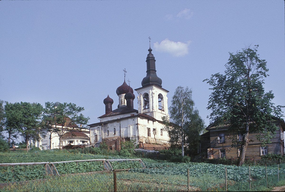 Resurrection Convent. From left: Trinity Cathedral, Resurrection Cathedral & bell tower, northwest view with garden plots. July 14, 1999