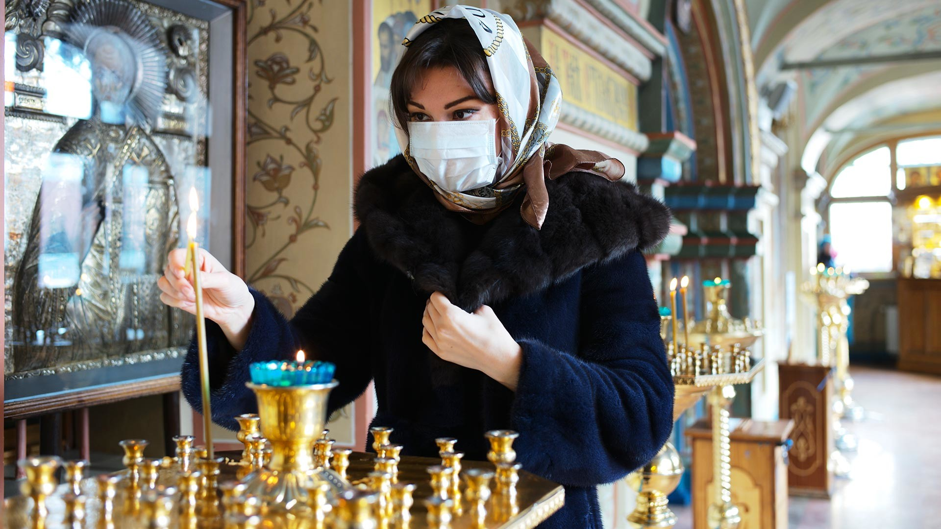 A parishioner in the Cathedral of the Kazan Icon of the mother of God on red square in Moscow