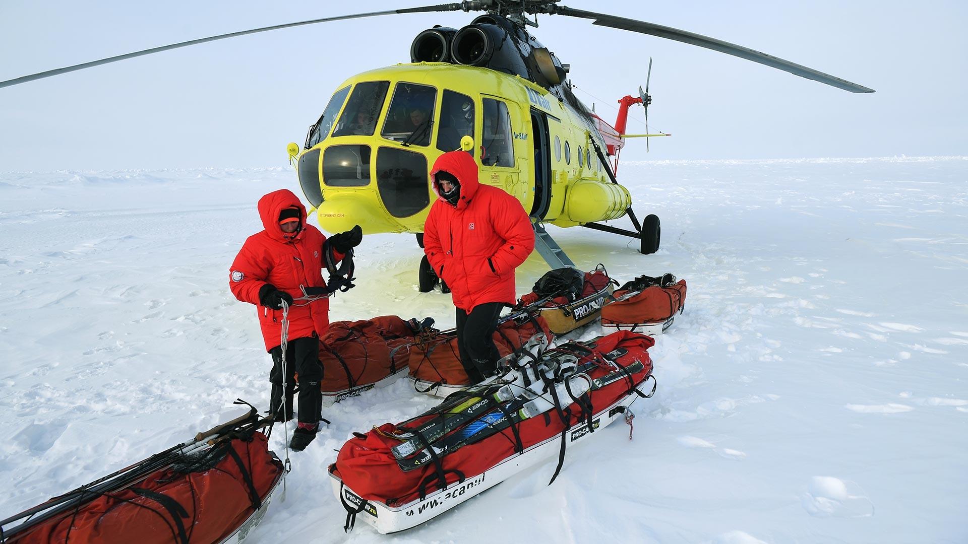 Les participants de la 10e grande expédition dans l'Arctique dirigée par l'explorateur polaire Matveï Chparo