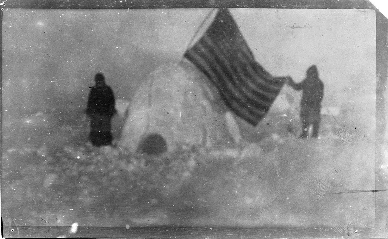 Фотографија која је, како је тврдио Ф. Кук, направљена близу Северног пола.