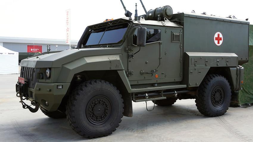 """Возило за евакуацију рањеника са бојног поља """"Линза""""."""