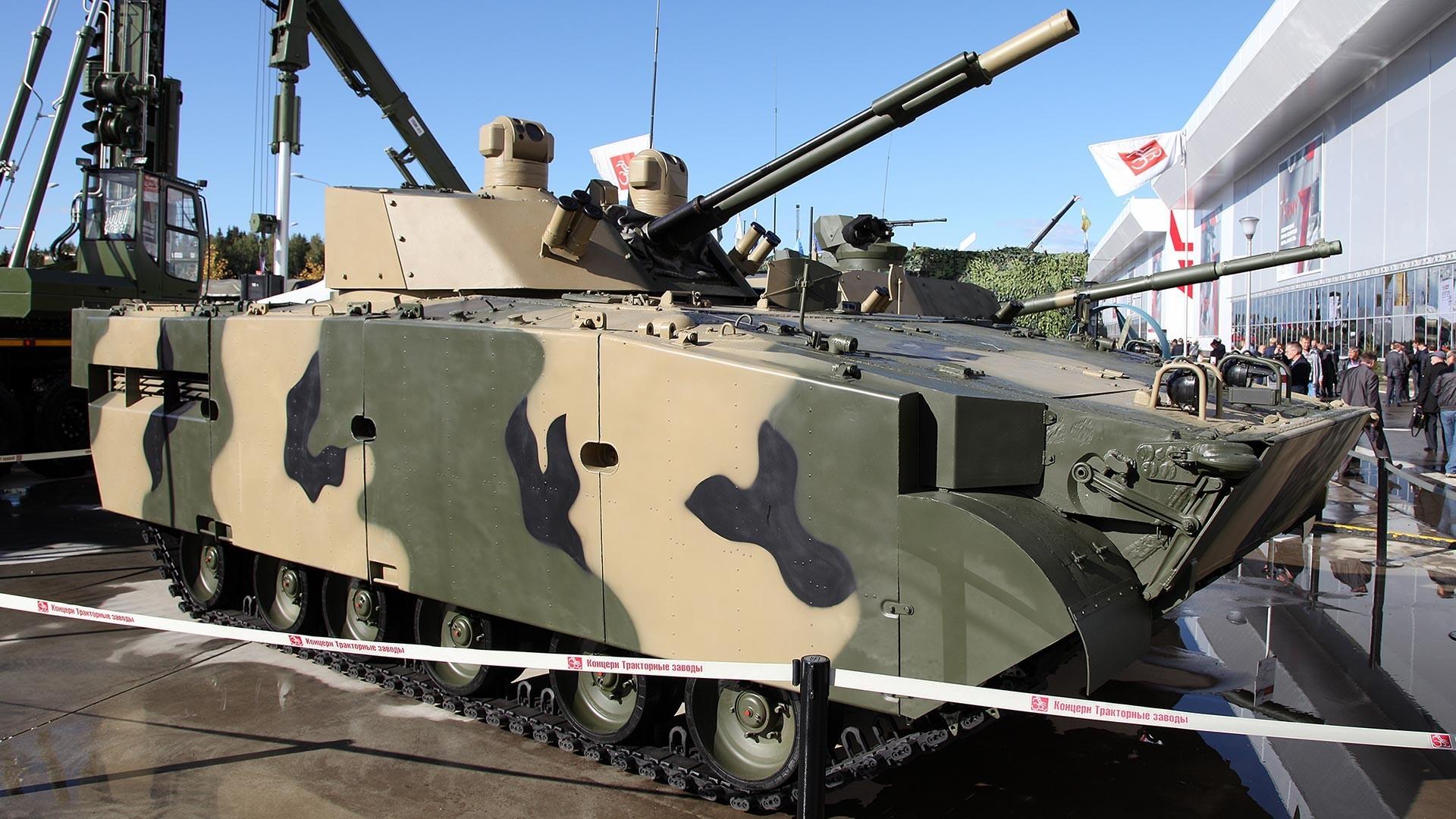"""Борбеното возило на пешадијата БМП-3М """"Драгун"""" со борбен модел БМ 100+30."""