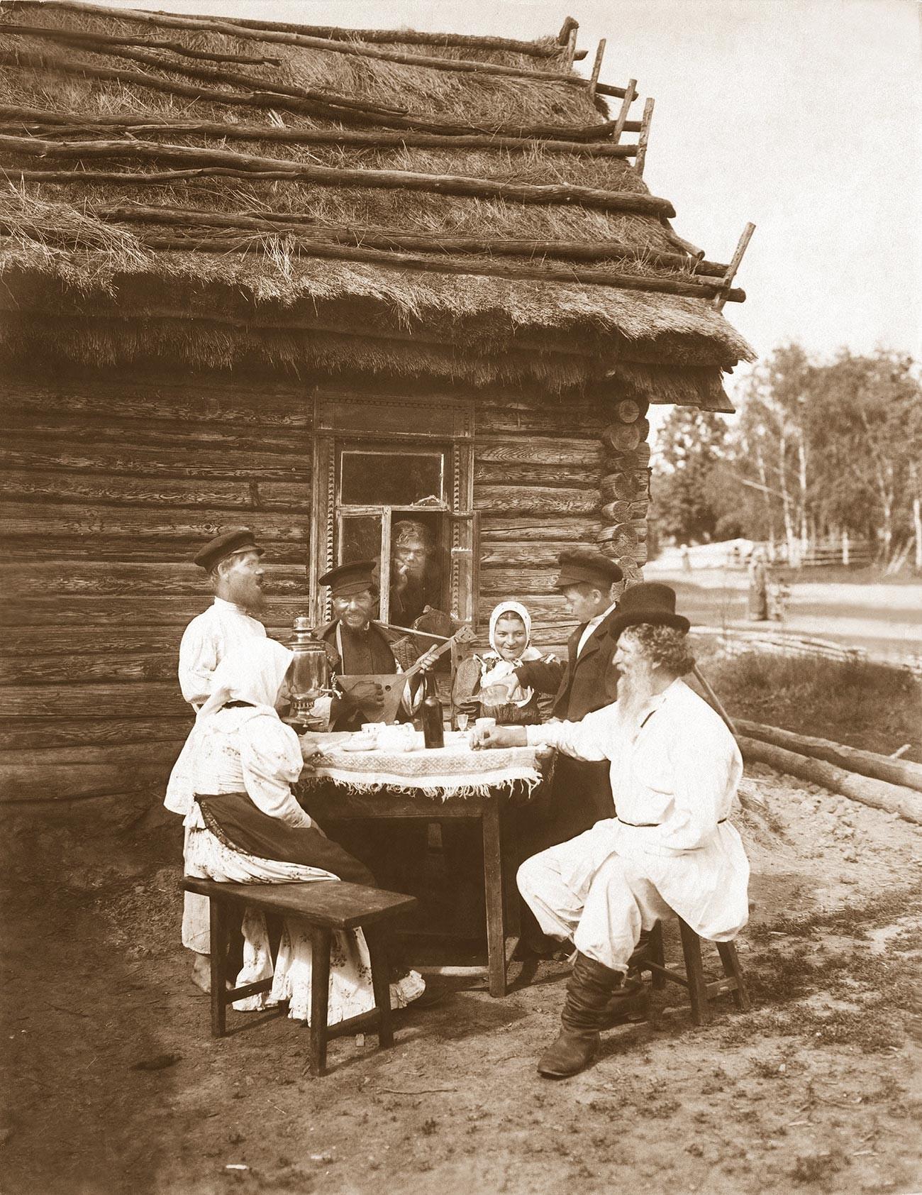 Skupina kmetov za mizo. pb. 1907–1915