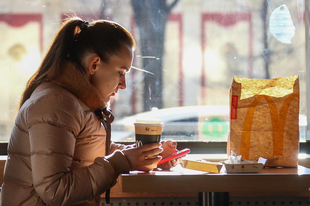Los cafés, restaurantes y centros comerciales todavía están abiertos en Rusia