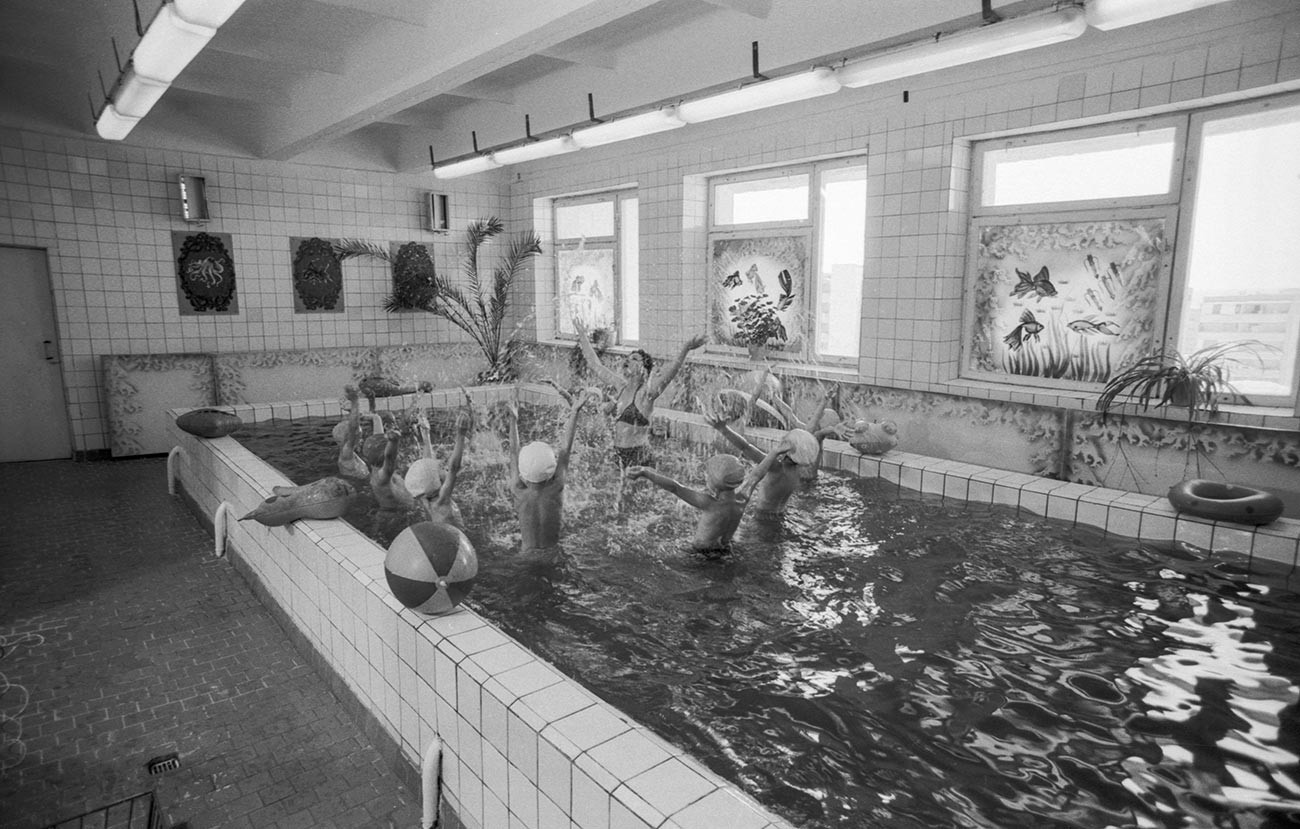 Swimming pools were a rare luxury thing for Soviet schools