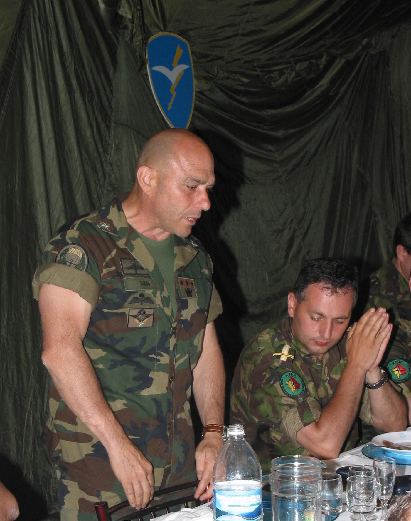 Генерал Јубини у Пећи 2003. године.