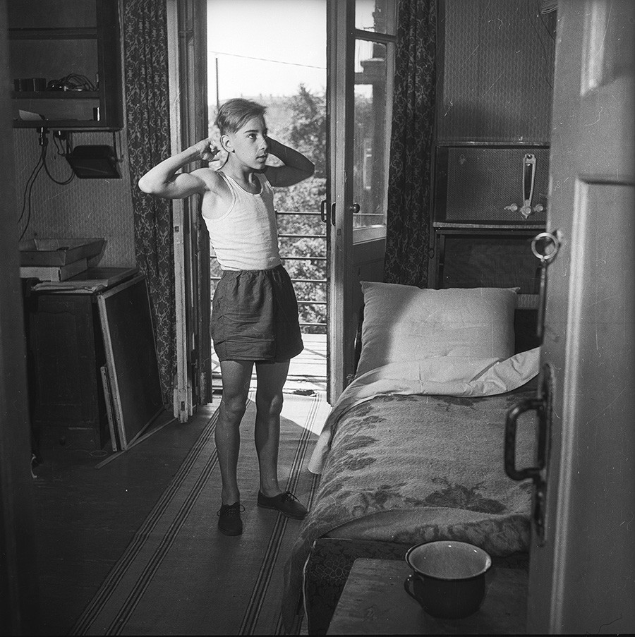 Vovka's neighbor. Morning in Moscow. 1956.