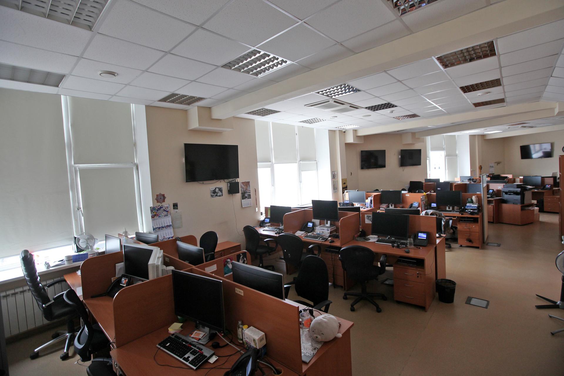 Suasana salah satu ruangan di kantor redaksi Russia Beyond yang kosong karena memberlakukan kebijakan kerja dari rumah.