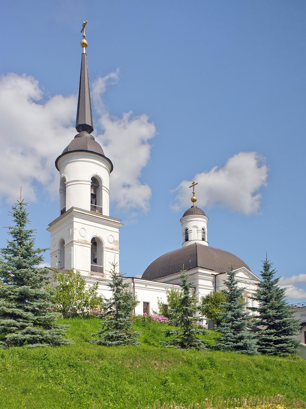 Iglesia de la Natividad de Cristo. Vista del suroeste. 10 de agosto de 2015
