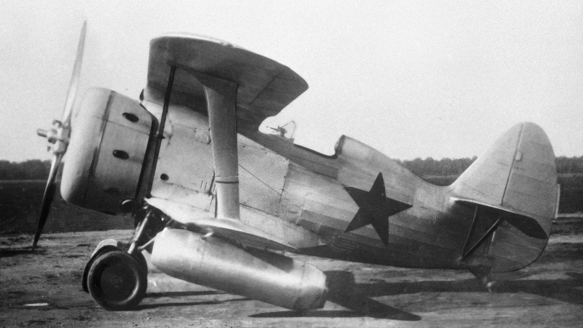 Avion I-153 konstruktora Nikolaja Nikolajeviča Polikarpova