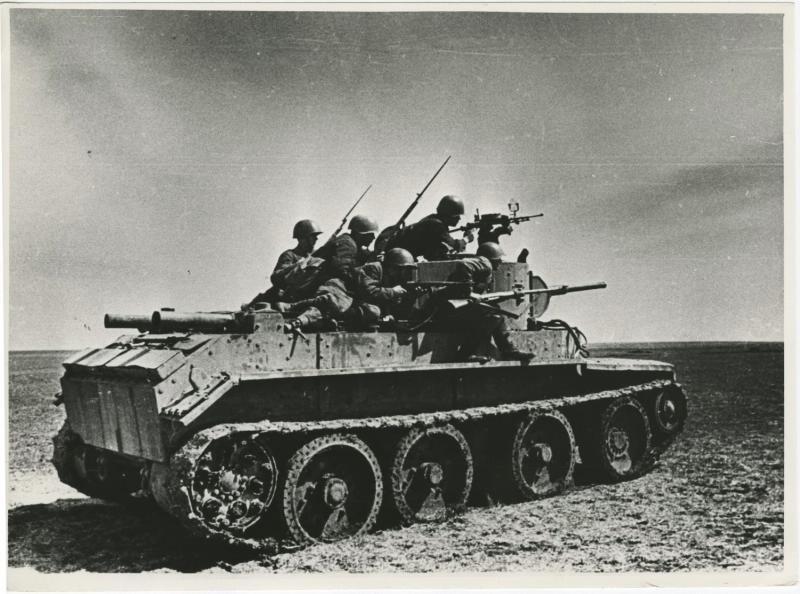 Pehota na tanku BT-7