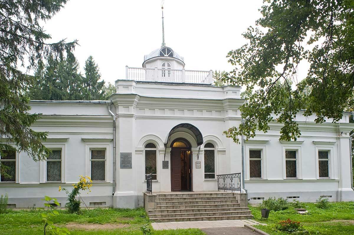 Palacio Blanco. Fachada principal. 22 de agosto de 2013