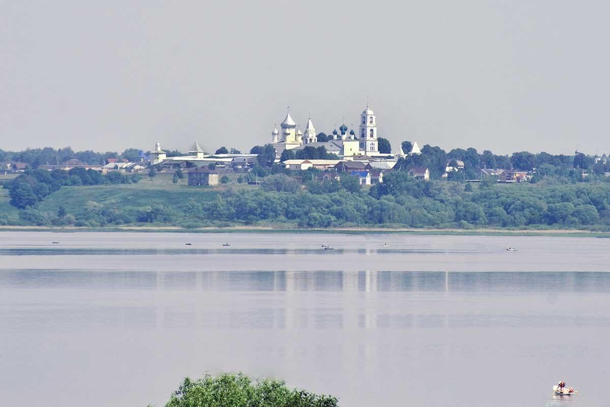El lago Pleshchéievo. Vista desde Veskovo hacia el Monasterio de San Nicetas. 7 de junio de 2019