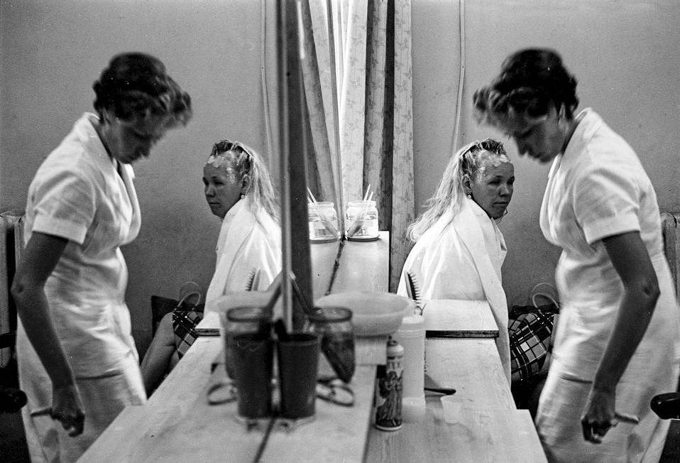 Zona de mujeres de una peluquería, 1981