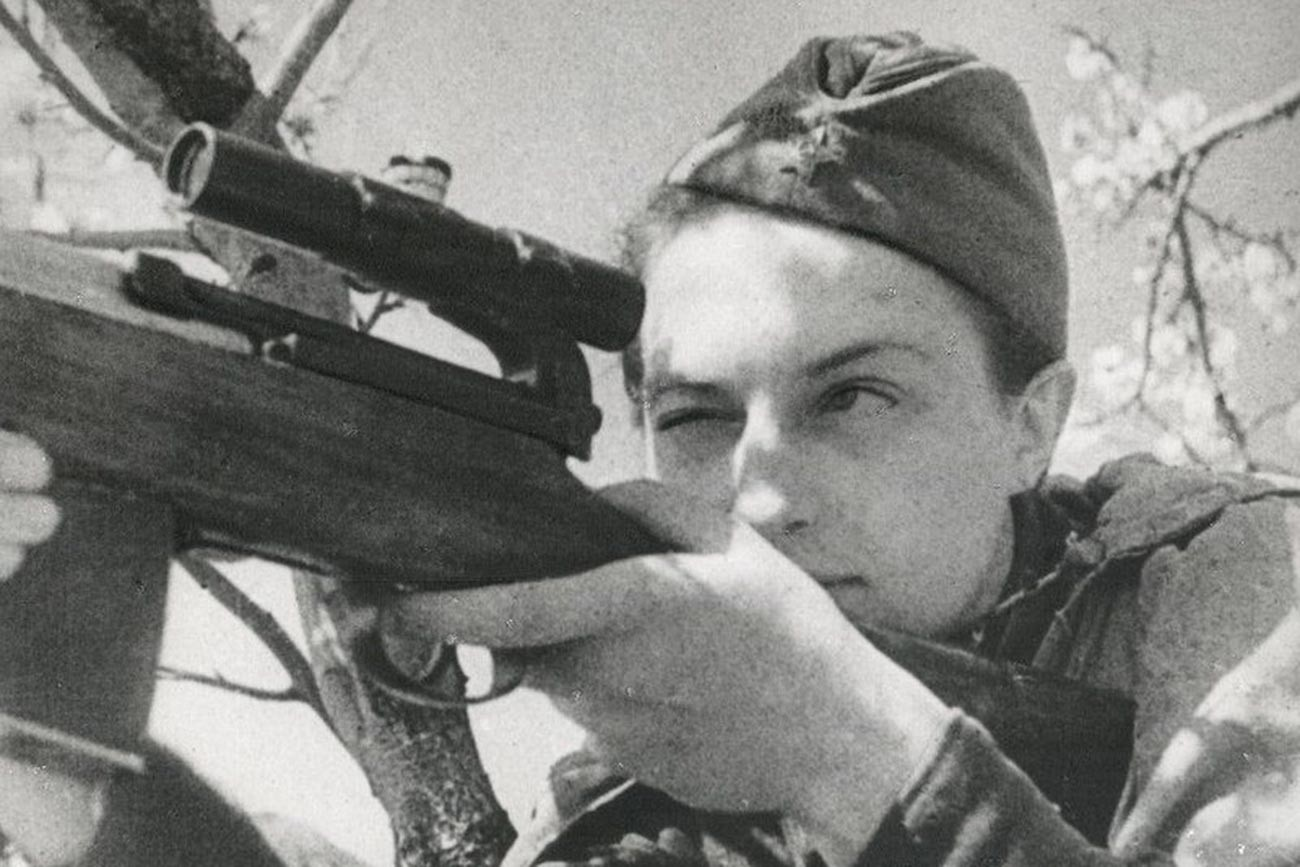 Снайпер Людмила Павличенко, герой СССР, 1942