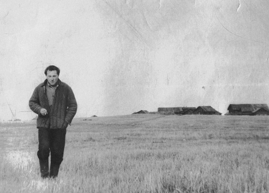 Joseph Brodsky in an open field