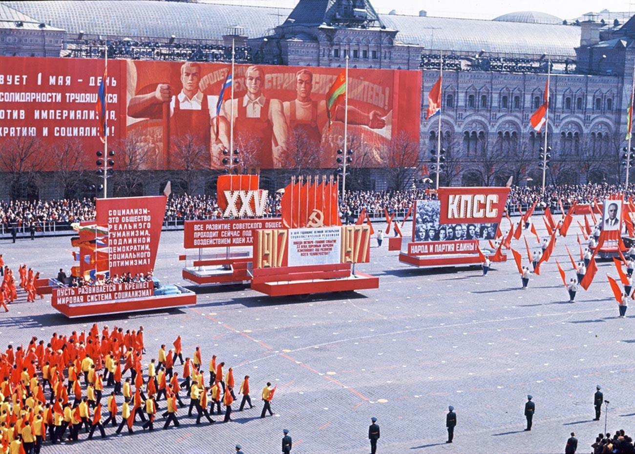 5月1日の赤の広場のパレード、1976年