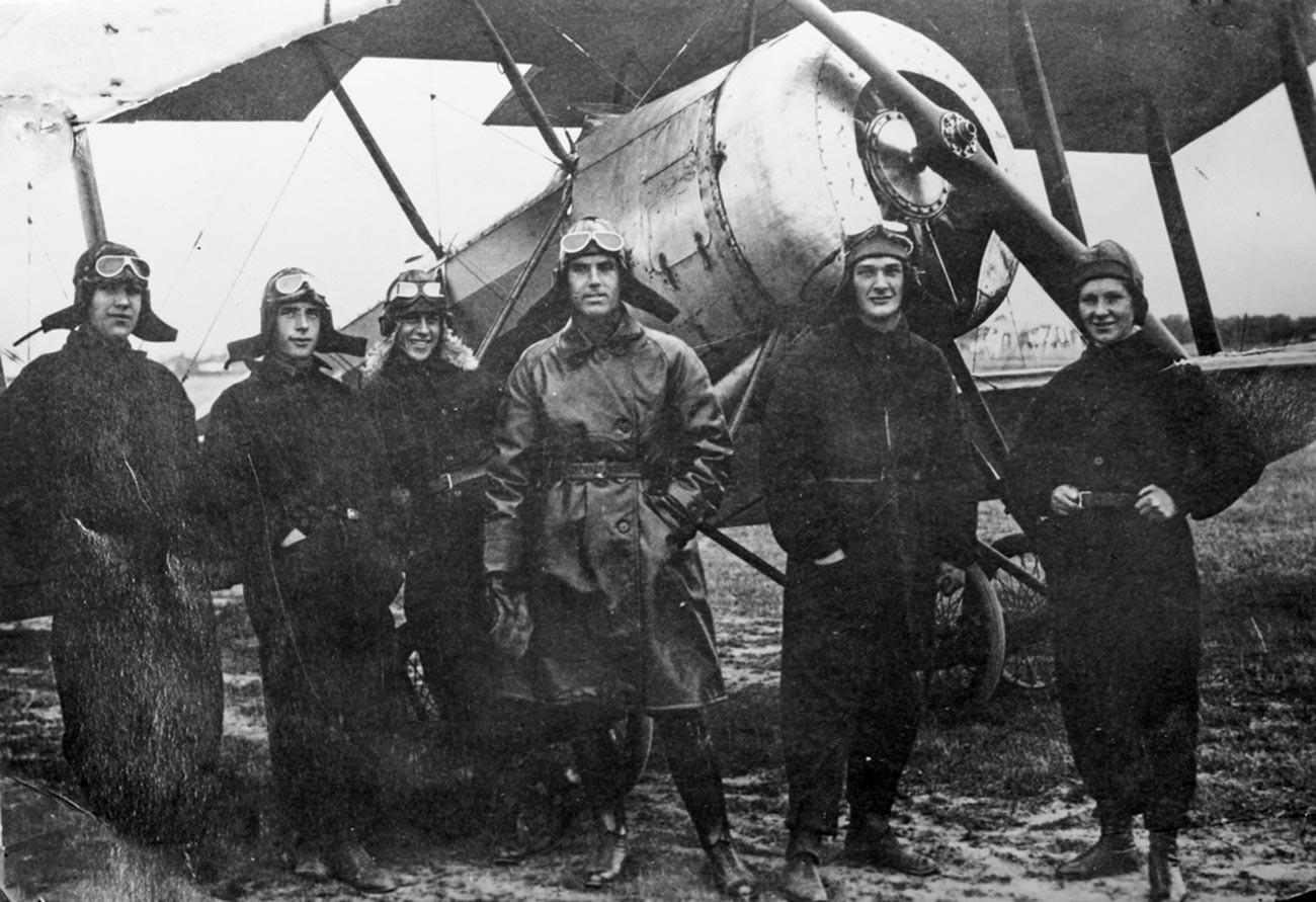 航空学校の最初期のパイロットら、1930年