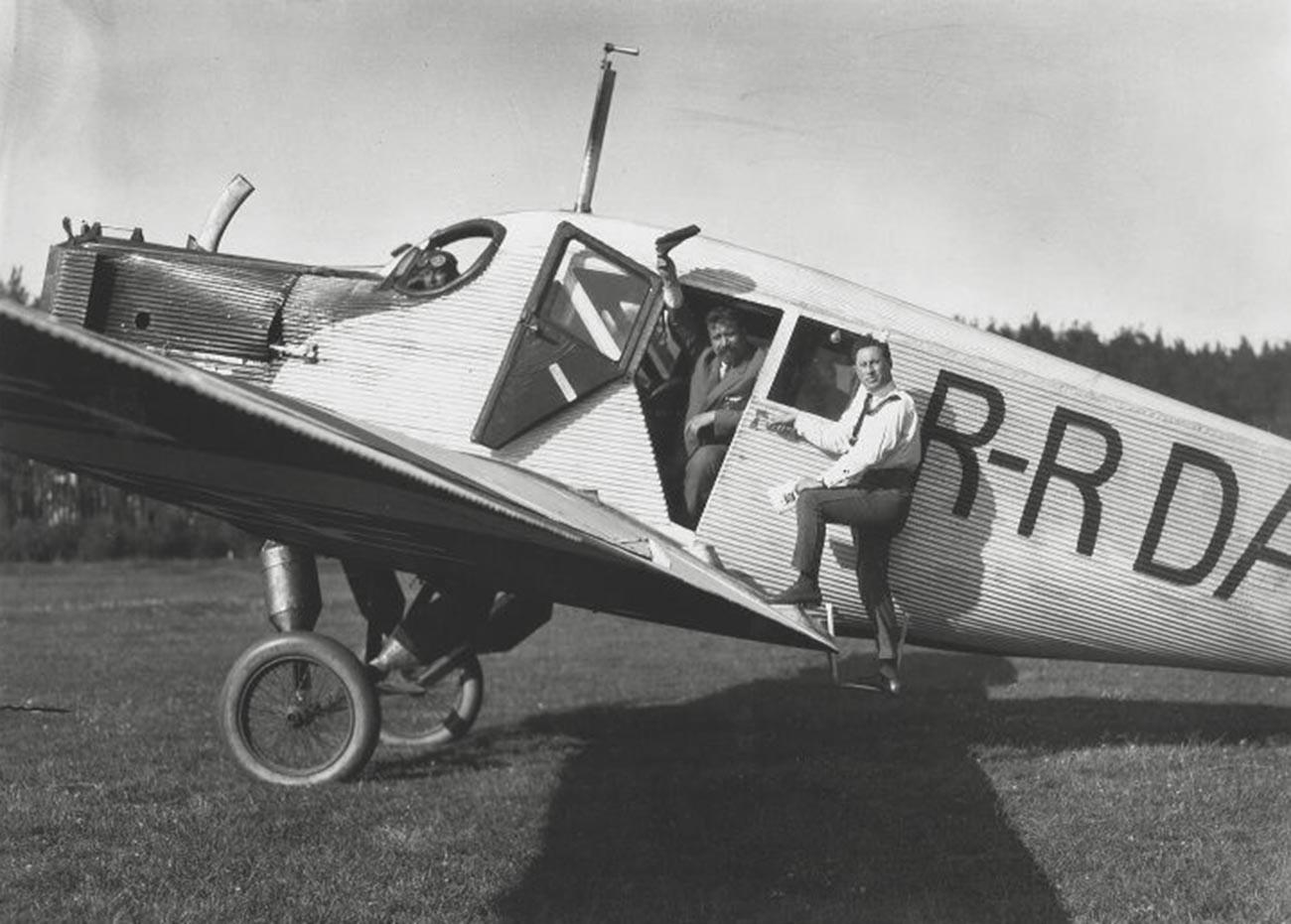 ニジニーノヴゴロドに到着した飛行機、1924年