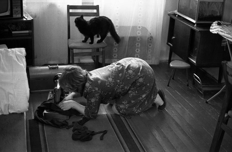 Mending tights, November 19, 1983