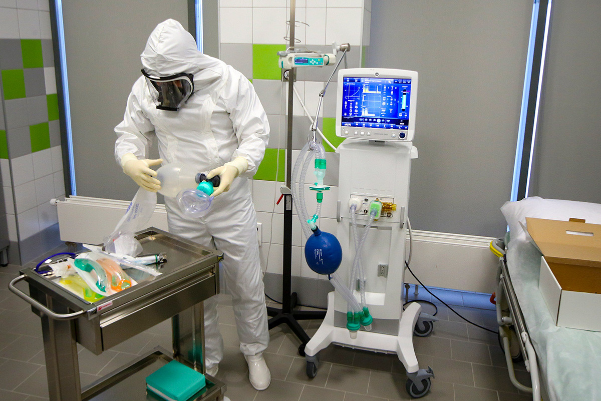 An employee prepares emergency medical care for patients with suspected coronavirus infection