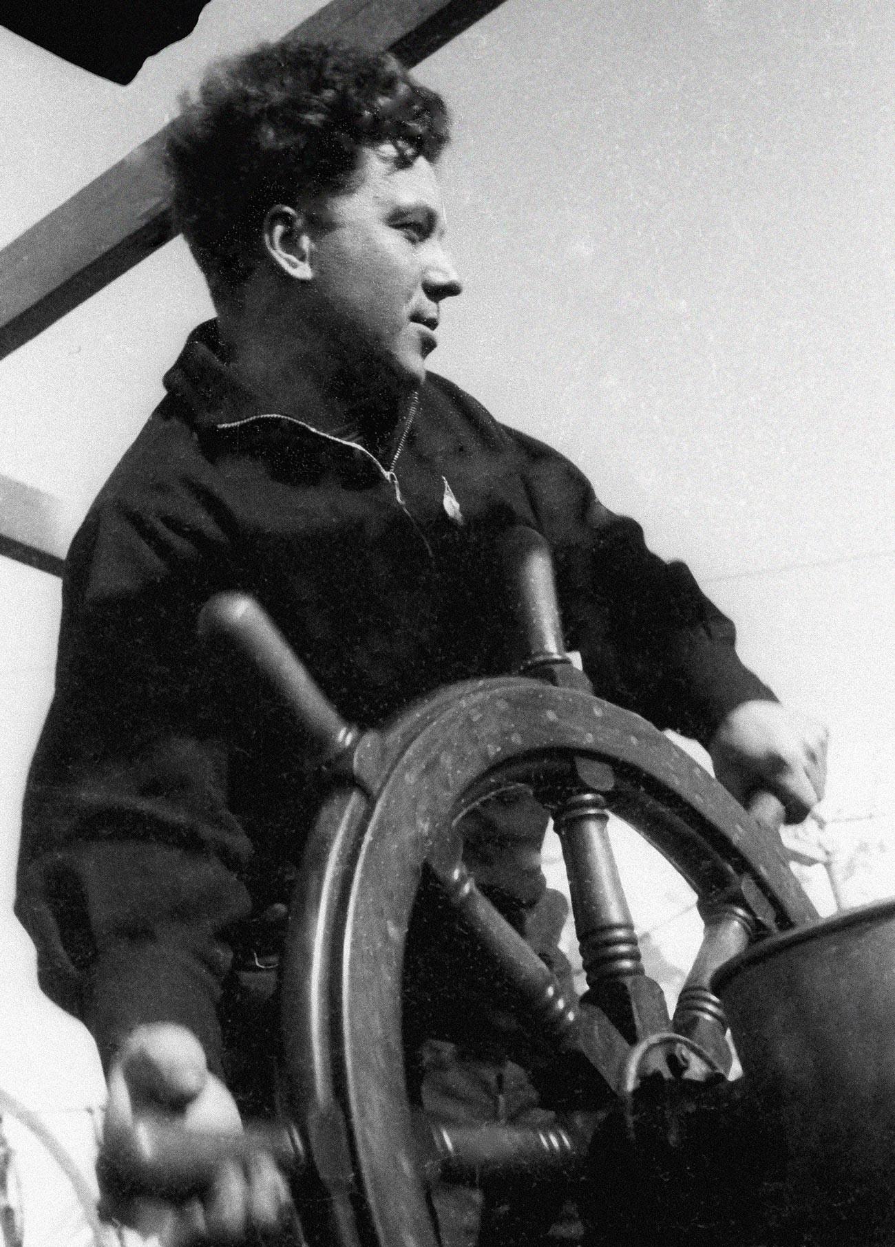 アナトーリー・リャピデフスキー、蒸気船「チェリュースキン」の乗客を救ったパイロットの一人