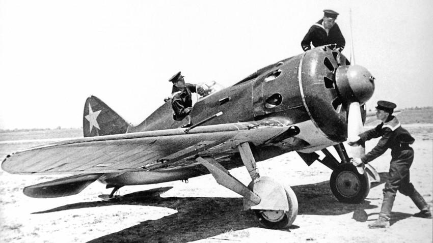 Avión I-16