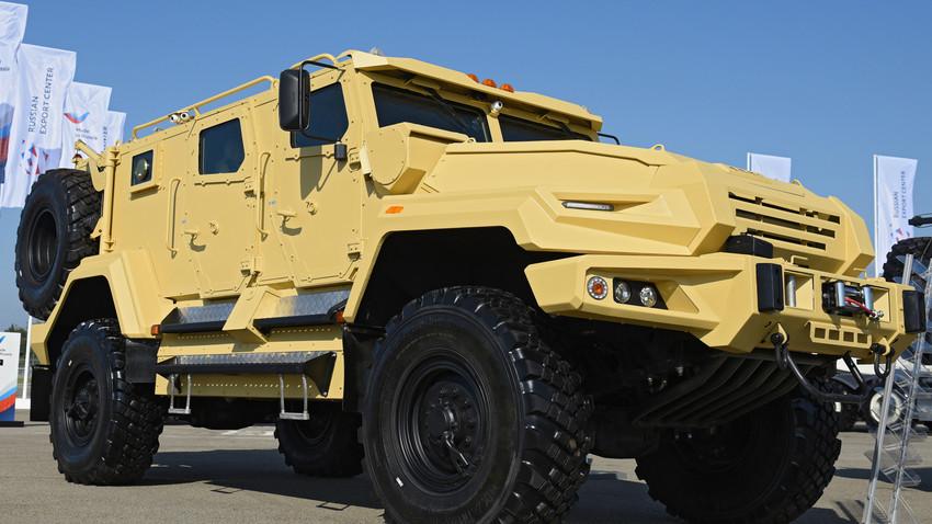 "Kendaraan lapis baja serbaguna ""VPK-Ural""."