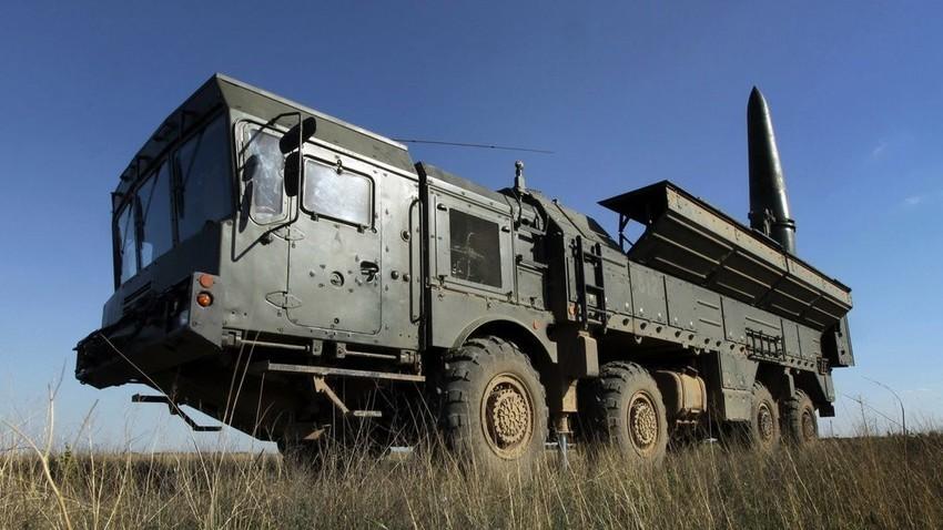 """Ruski operativno-taktkički balistički sustav """"Iskander-M""""."""