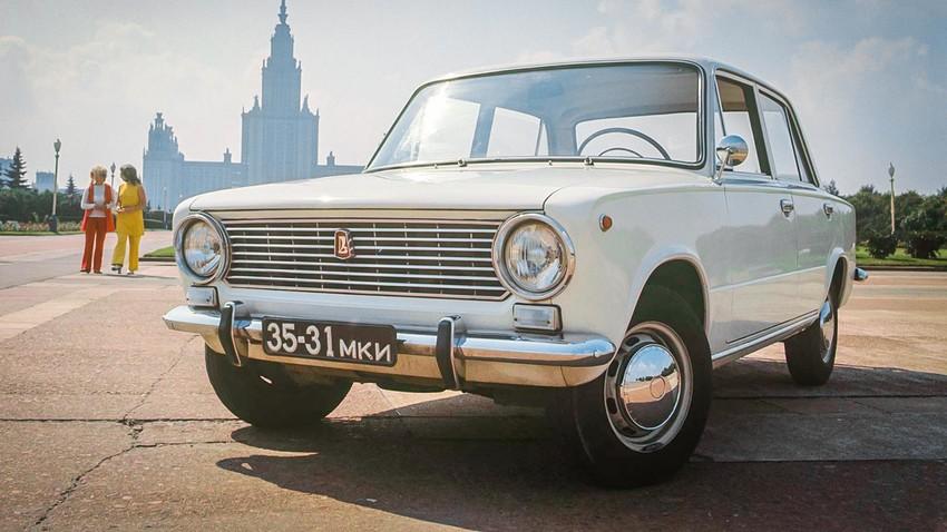 """Съветски лек автомобил """"ВАЗ 2101"""". Жигули."""
