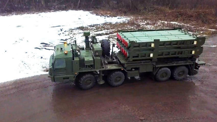 """Самоодна лансирна единица на ракетниот ПВО-систем С-350 """"Витез"""""""