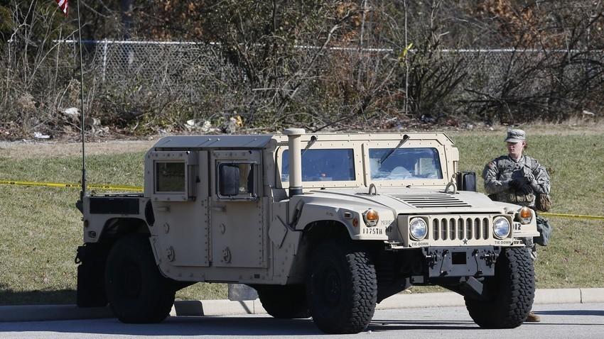 Амерички Humvee, високонаменско војно возило.