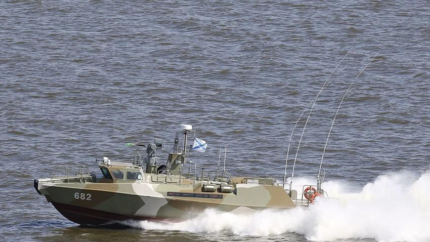 Eden od že prej izdelanih primerkov čolnov 03160 Raptor v Kronštatu pri Sankt Peterburgu