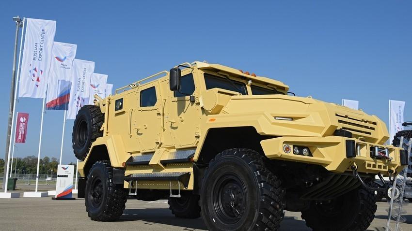 VPK-Ural transporta até 12 soldados e resiste a impacto de até 6,5 quilos de dinamite.