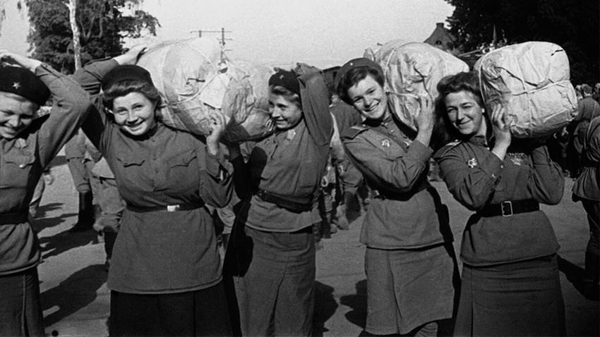 La forza delle donne: i ritratti delle ragazze sovietiche ...