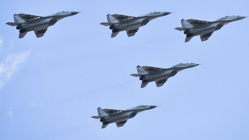 Воздухопловен дел од програмата на големата воена парада по повод Денот на Победата, 2019. Москва.