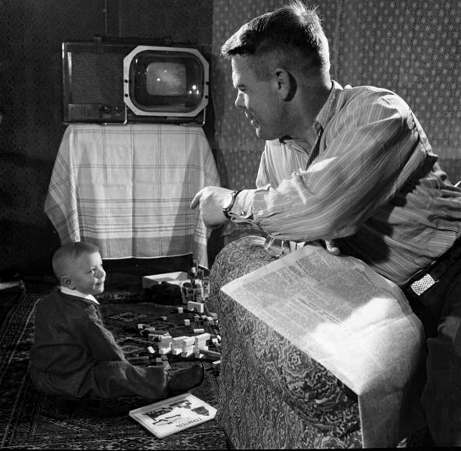 Narodni zastupnik Pavel Duvanov sa sinom, 1950.