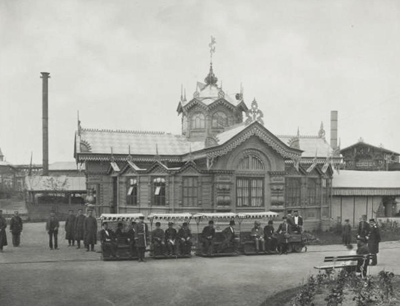 Pavillon de Siemens et Halske (chemins de fer électriques). L'exposition panrusse d'art et d'industrie de 1882 sur le champ de Khodynka à Moscou.