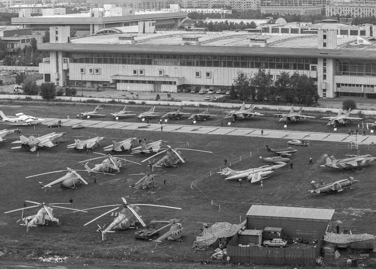 Exposition aérospatiale à l'Aérodrome central de Moscou