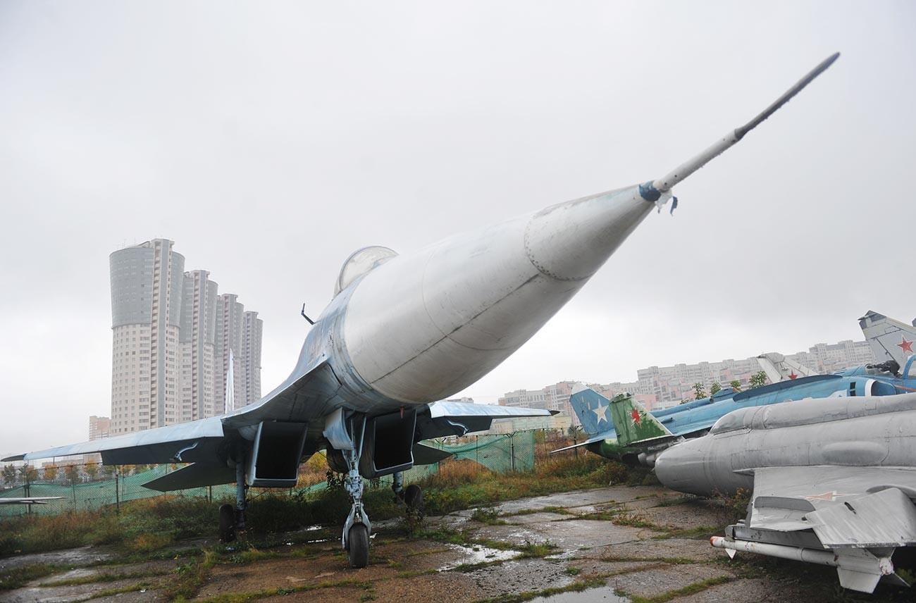 Avions retirés du service appartenant au Musée de l'aviation sur le champ de Khodynka à Moscou