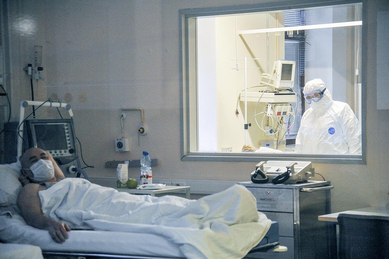 """Научно-истражувачкиот институт за ургентна медицинска помош """"Склифосовски"""", одделение за пациентите за кои постои сомнеж дека се заразени со коронавирус"""
