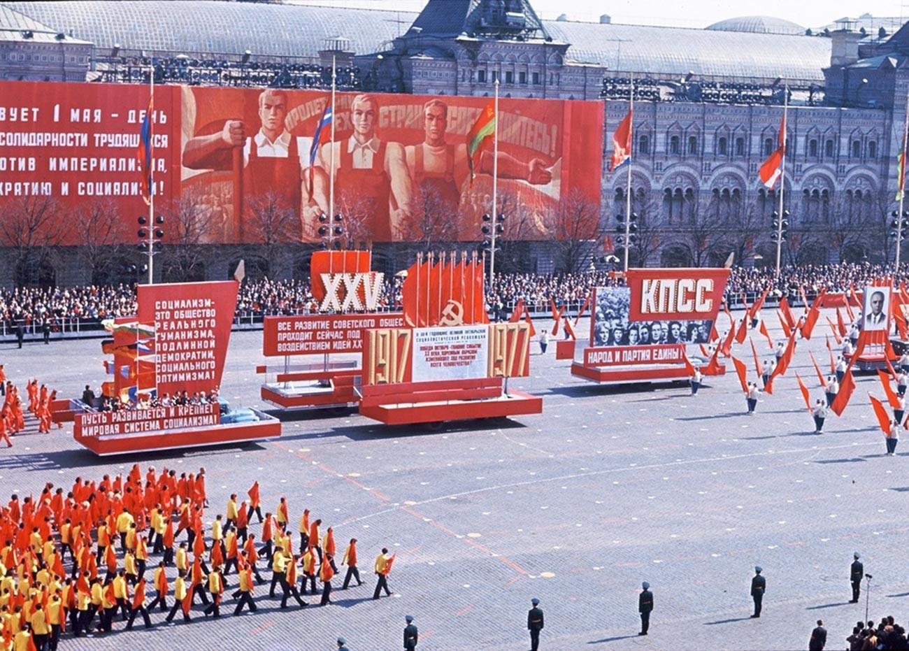Desfile del 1 de mayo en la Plaza Roja, 1976