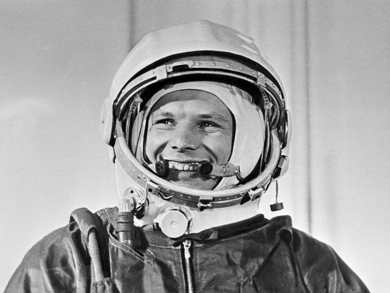 Il cosmonauta sovietico Yurij Gagarin, il primo uomo ad aver volato nello spazio